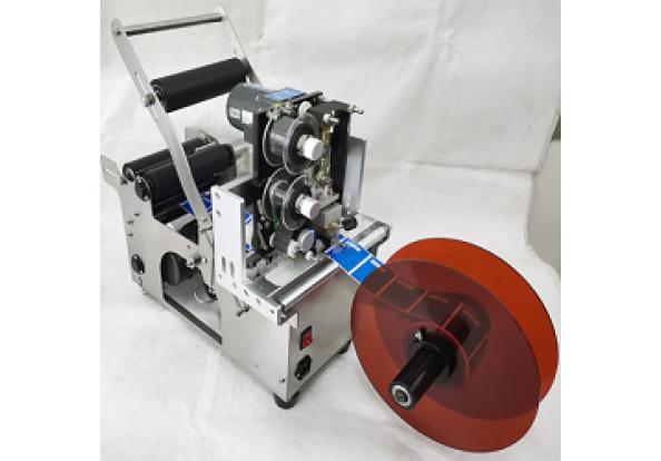 Máy dán nhãn chai tròn bán tự động MT-50C có in hạn sử dụng